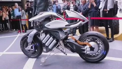 以后的摩托车不但能骑,还能和人互动跳舞,如同机器人!