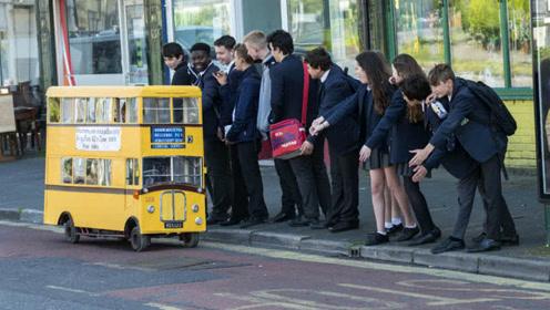 世界上最小的公交车竟然只有1.3米高,想坐还得提前预约