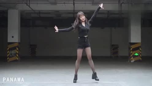 身材高挑酷酷小姐姐热舞PanamaC哩C哩!笑起来真美!