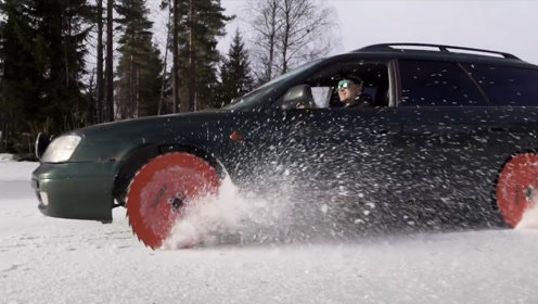 老外将轮胎换成锯片,在冰湖上飙起了车,隔屏幕都担心他的安危!