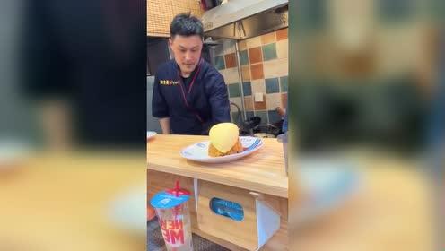 日本顶级大厨做的蛋包饭!果然非同一般!这吃法见过吗?!