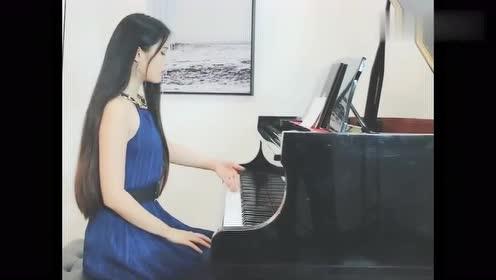 女歌手钢琴激情弹奏《98k》,琴声弹出游戏玩家的心声,好听!