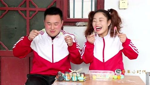 搞笑童年:小时候和哥哥吃拉丝糖,都是和哥哥比赛谁拉的长,真逗