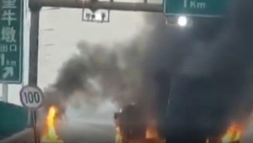 突发!广深高速两货车发生追尾起火事故,现场浓烟滚滚,交通中断