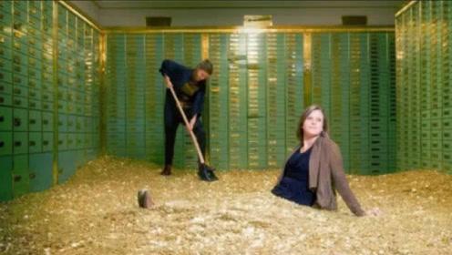 """美女花巨资买下""""破产银行"""",当她进去打扫时,结果发现意外惊喜!"""