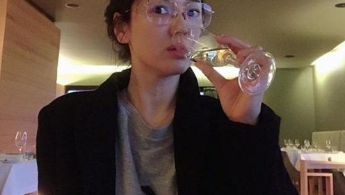 38岁宋慧乔素颜照曝光 戴金丝眼镜表情呆萌