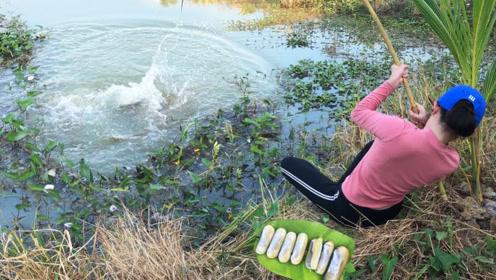 农村妹子河边钓鱼,这条鲶鱼太大了,她快拉不上岸了