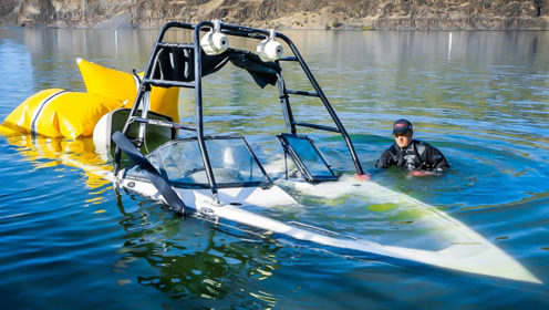 男子河中寻宝,意外捞出一艘价值70万的快艇,这下发大财了!
