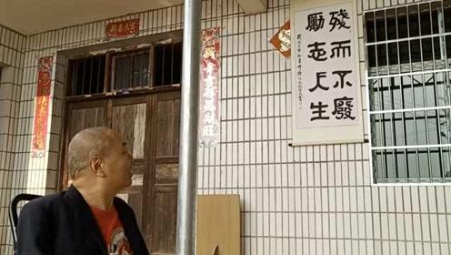 中国首位四肢全无人的励志人生:用嘴写字画画,努力尽孝