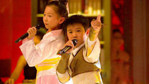 两萌娃一曲粤语经典《铁血丹心》台下的评委都疯狂了