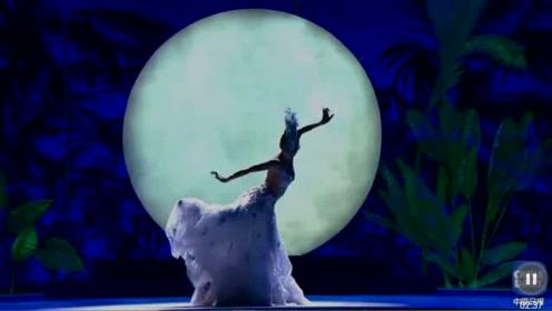杨丽萍再跳孔雀舞,美到极致