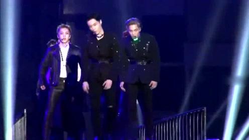 EXO组合里,我最爱看张艺兴跳舞,霸气外露