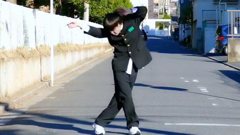 日本初中生上学路上模仿迈克尔杰克逊 舞步惊艳众人