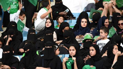 沙特国庆日首次允许女性进入体育场