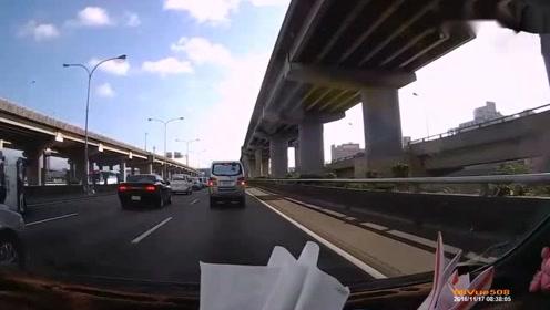 眼前发生的这一幕,让路过司机都看傻了