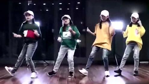 小女孩跳《Love Me Love Me》舞蹈,动作帅气又可爱!