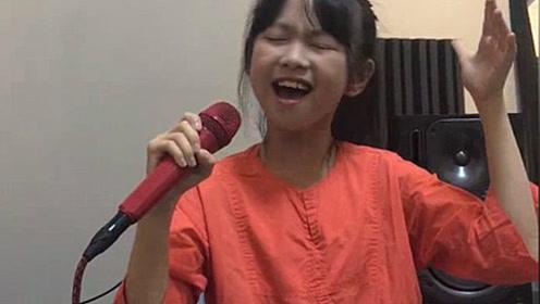 最近很火的一首高难度歌曲《阿刁》00后小姑娘竟唱得如此轻松动听!