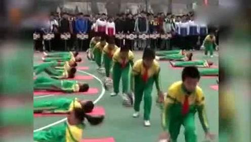 运球、劈叉、下腰!小学生课间舞蹈帅出新高度