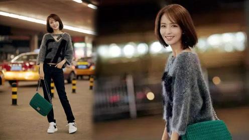 佟丽娅出发纽约时装周,身穿灰色毛衣现身机场,美出新高度