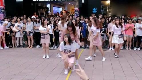 学生街头舞蹈,当音乐响起时大家忍不住全加入进来,这氛围太好了!