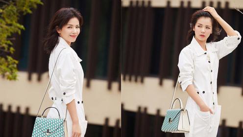 刘涛时尚街拍 身穿白色工装连体裤帅性洒脱又不失优雅韵味