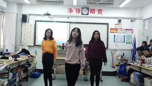 班花晚会上火辣舞蹈一跳成名,男同学们都尖叫!