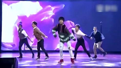 易烊千玺If You舞蹈秀,烊烊是真迷弟无疑了,跳了好多bigbang的歌