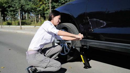 2分钟学会正确换备胎方法,自己动手无需救援再也不怕车轮没气了