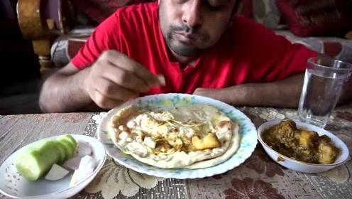 印度大叔的日常,早上去市场买菜,回来直播吃早餐,这生活不错