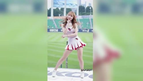 身材、颜值无一不美的美女啦啦队员,绝对是赛场边一道靓丽的风景线