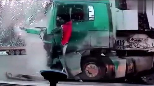 大货车之间碰撞