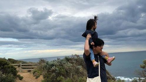 汤唯首晒老公和孩子合影 一家人沙滩游玩幸福美满