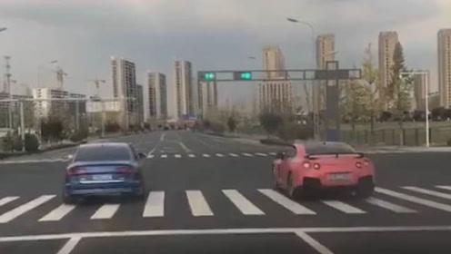 战神GT-R vs 奥迪S6 起步加速,结果出乎意料