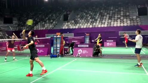 蓄势待发!中国羽毛球队雅加达进行首堂训练课