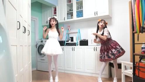 两位萌妹子秀宅舞,蹦跳的真欢快,网友:真是一对可爱的小萝莉