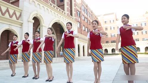 美女空姐跳傣族舞,怕不是舞蹈学院毕业的吧!