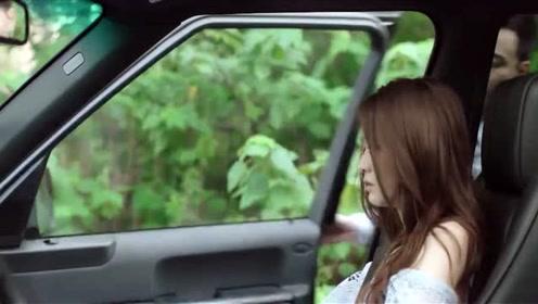 夏沫被绑架救出来后受伤,欧辰公主抱抱她上车