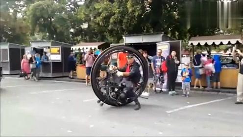 骑着这辆创意十足的摩托车上路回头率果然够高