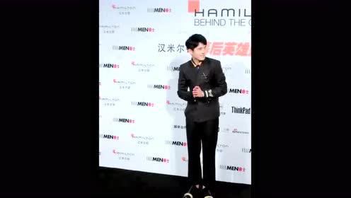 明星刘昊然参加拍摄活动现场,男神好可爱啊萌萌的,网友:礼貌好好!