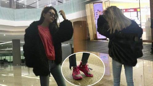 昆凌机场晒照站姿霸气 穿粉色球鞋被侃是周董同款