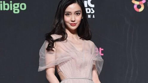 Angelababy长裙亮相,颁奖典礼现场,状态超好艳压所有韩国女星!