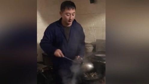 新来的厨子有点脸熟,五千工资是不是给低了?