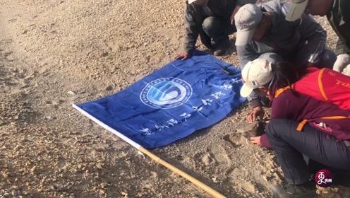 """90后女孩5年穿越戈壁沙漠上百次,多次命悬一线,捡到600颗""""星星"""""""