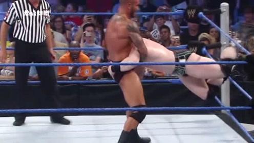 WWE大白鲨对战奥顿,偷袭奥顿没成功,险些气疯大白鲨