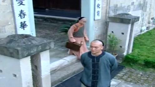 少年黄飞鸿:梁宽在学校被黄飞鸿欺负,父亲只好来学校接他放学