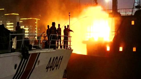 渔船冲天大火!实拍广东海警冒火抱出5个煤气罐