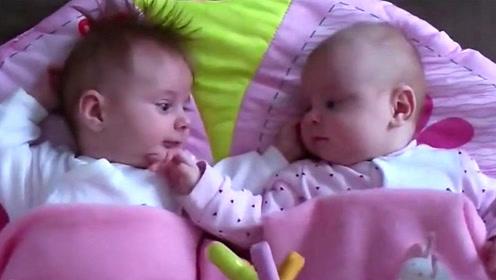 妈妈把龙凤胎放在一起睡,下一秒宝宝们的动作,把爸妈都萌化了!