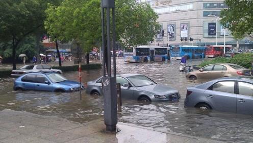 下暴雨时,为什么车主宁愿车子被淹,也不愿把车子开走