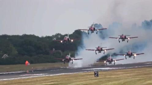 空军基地:空中特技飞行彪演,7架飞机同时降落