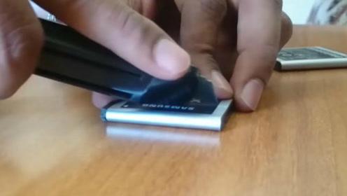 把电池拆成两半看看里面都有什么 真是一点惊喜也没有
